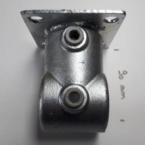 Adaptor om op palen van 100 x 100 te plaatsen icm. A2 buiskoppeling voor spandoekframe tussen 2 palen te maken.