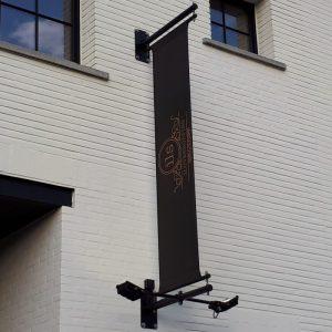 zwarte gevelbanieren met verlichting, rvs muurbanner, gevelset, muurbanieren