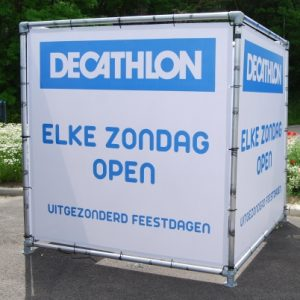 Kubus frame Decathlon, buiskoppelingen 42mm, buiskoppeling, Metalsign, tube clamps, buisklemmen, buisklem zwart, buisklem, gegalvaniseerde buiskoppelingen, buiskoppelingen gegalvaniseerd, reclamezuilen, vlaggenmasten, baniermasten, gevelbanieren, banners, muurbanner, muurbanners, reclameverlichting